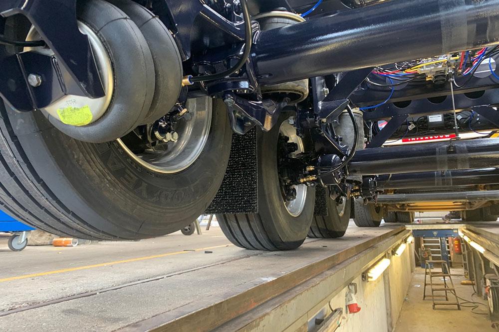 Esve Special Trailers in Lichtenvoorde. Reparatie, onderhoud, hydrauliek service, APK, LPK en kraankeuringen.