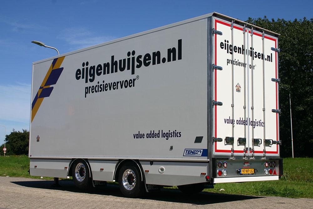 Esve Special Trailers in Lichtenvoorde. Bouw en ontwerp van opleggers, aanhangwagens en carrosserieën. Zeilservice, laadkleppen, autolaadkranen en containersystemen.